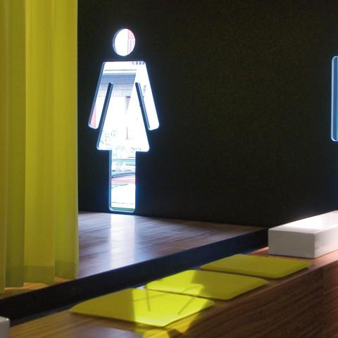Catalano-stand-Crovato-Milano2005_03